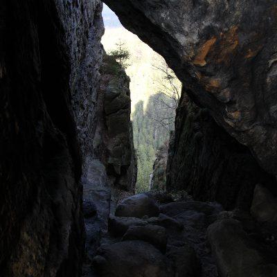 Blick durch die Felsen