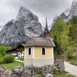 Kapelle mit Bergen - fast schon zu kitschig ;-)