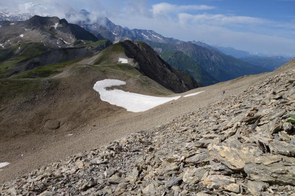 In wunderschöner Landschaft führt der Wanderweg weiter