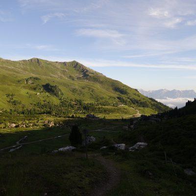 Der Blick zurück ins Tal wird immer weiter