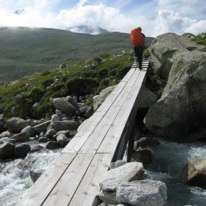 Eine Brücke, die bei viel Schmelzwasser laut Wanderführer ungemütlich wird