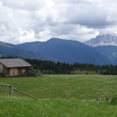 Blick auf den Peitlerkofel und damit in Richtung Dolomiten