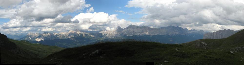 Traumhaftes Panorama auf dem Dolomitenhöhenweg 2