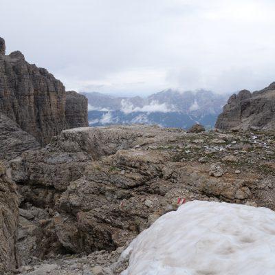 Beeindruckende Aussicht mit letztem Schnee