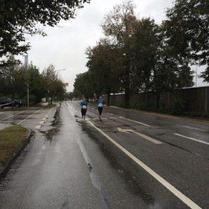 Auch bei Kilometer 20 laufen wir noch gemeinsam.