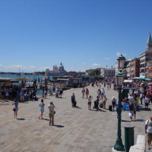 Viele Touristen in Venedig