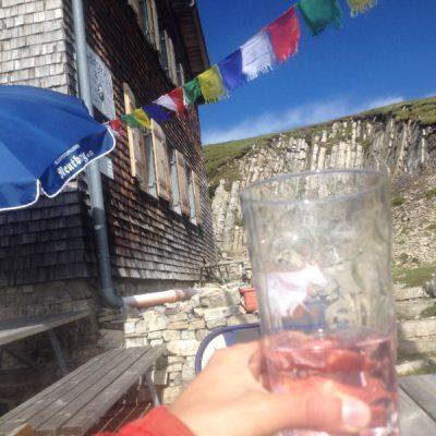 Das verdiente Bergsteigergetränk