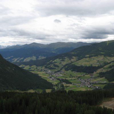 Und haben einen tollen Blick ins Tal von oben