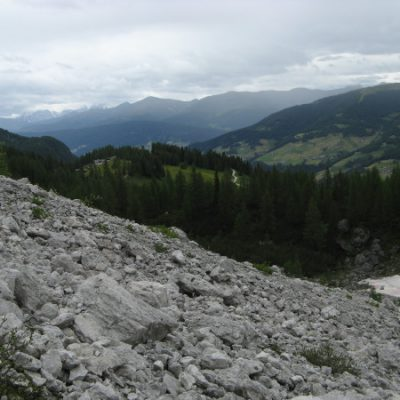 Mit viel Fels, viel Natur und überraschend schön