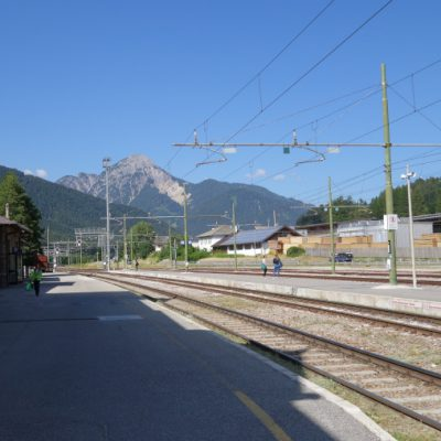 Bahnhof zurück