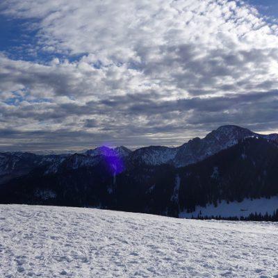 Weißer Blick in die Berge